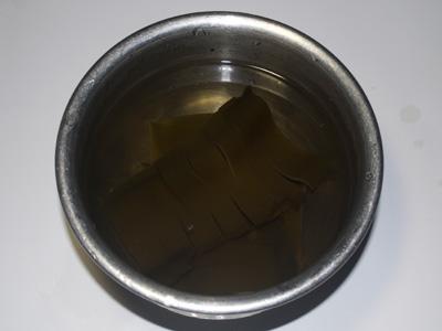 3.鍋に水と昆布を入れて一晩水出しをします。。