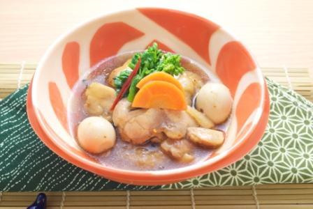鶏肉とうずらの卵と七味唐辛子の旨煮